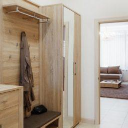 Шкаф в прихожей Arcadia Villa Apartments