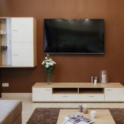 Телевизор в гостиной Arcadia Villa Apartments