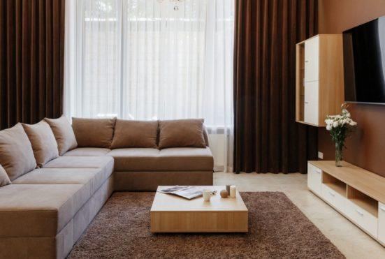 Гостиная на 1 этаже Arcadia Villa Apartments
