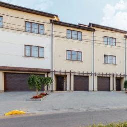 Гараж в коттедже Arcadia Villa Apartments